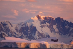 Antarctica_ice-shelf-mountains_RonNiebrugge
